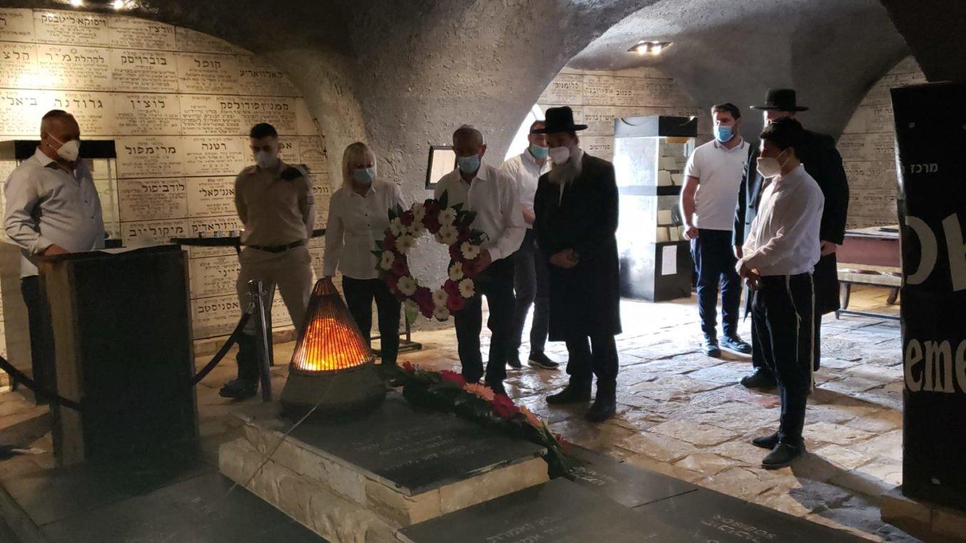 טקס במרתף השואה בירושלים